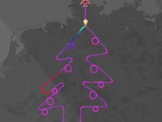 Jingle Bells in de lucht: deze piloot tekent met zijn vliegtuig een... kerstboom