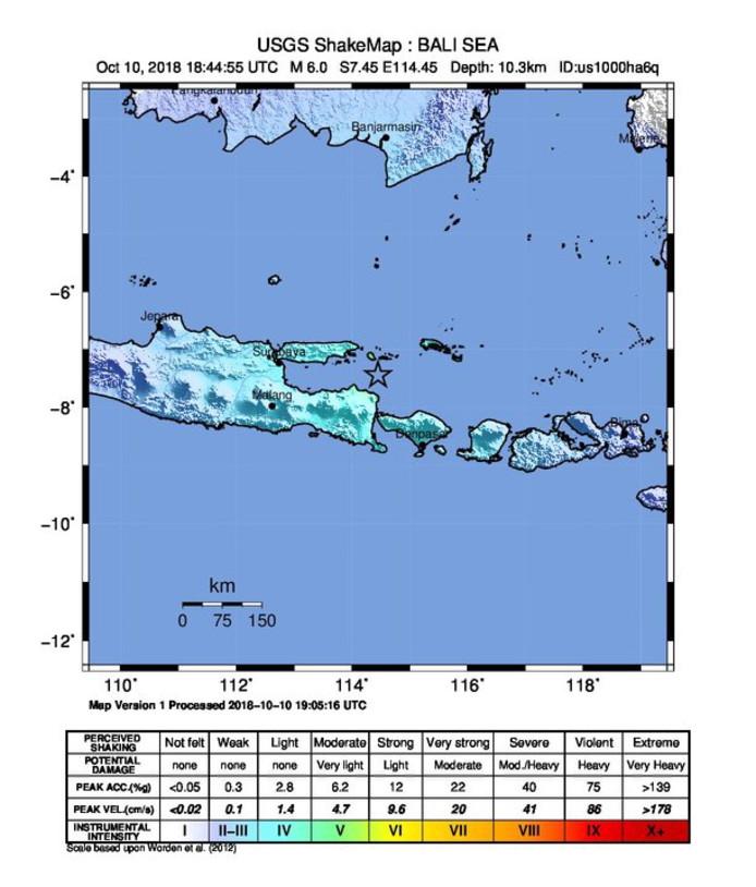 Plattegrond van onder meer Java en Bali. De ster geeft aan waar het epicentrum van de aardbeving lag; op tien kilometer diepte in de Bali-zee.