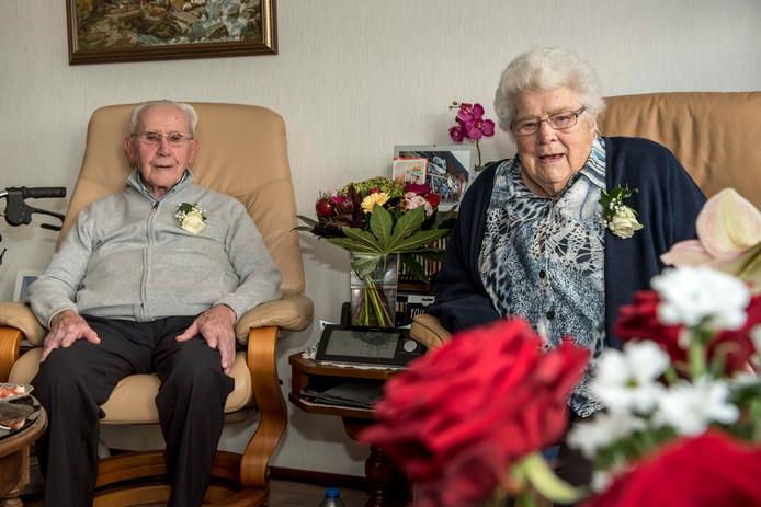 70-jarig huwelijk voor Cor en Nera Oubrie-Willemsen uit Oostburg.