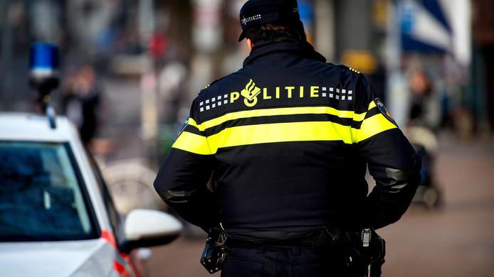 De politie zoekt getuigen van een heftige mishandeling bij winkelcentrum Penningkruid in Kampen. Daar kreeg een scooterrijder volgens getuigen een kopstoot en schoppen en klappen van een automobilist.