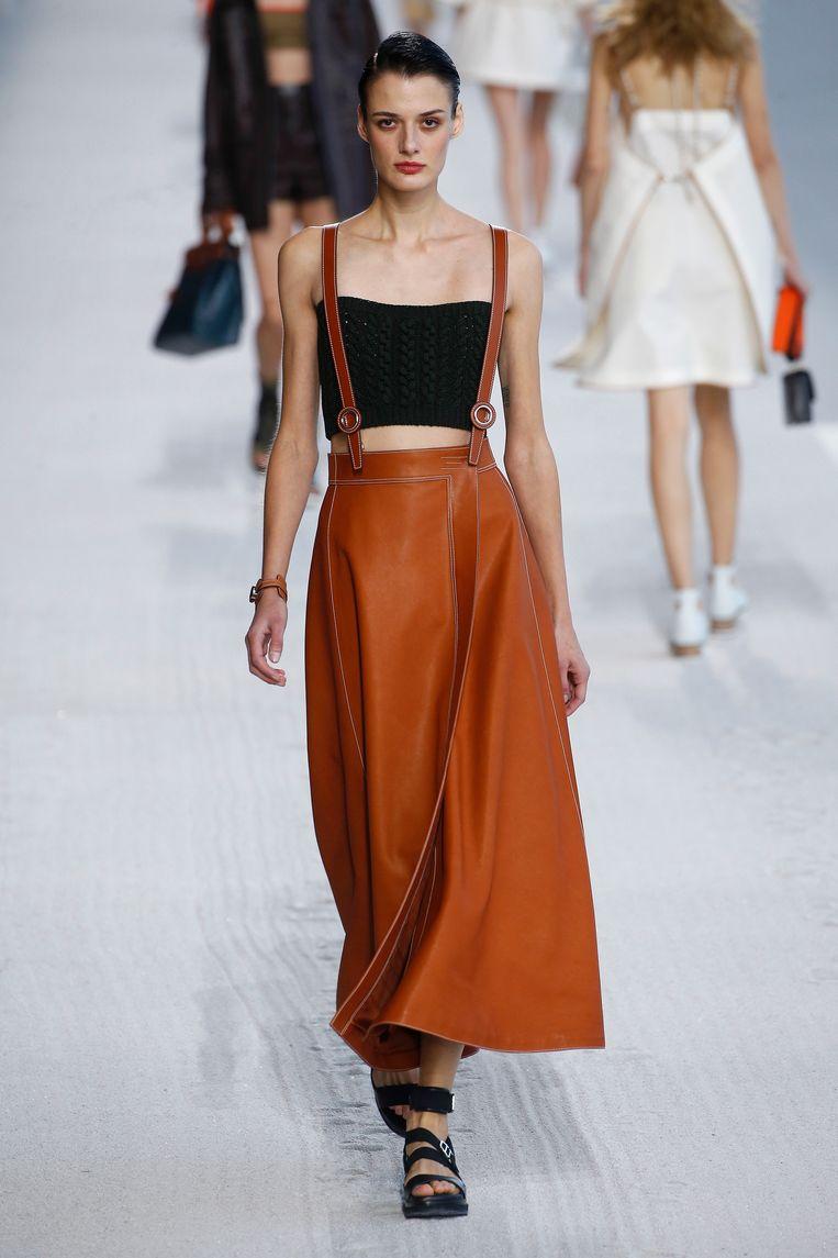 Model tijdens de show van Hermes. (Paris Fashion Week Womenswear Spring/Summer 2019)  Beeld Estrop / Getty Images