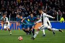 Cristiano Ronaldo schiet Juventus tegen Atletico Madrid vanaf de strafschopstip naar de kwartfinales: 3-0.