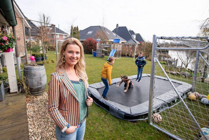 Marijn Wessels-Zomer (34) en haar man stellen hun riante achtertuin beschikbaar voor gezinnen die wat minder ruimte om hun huis hebben.