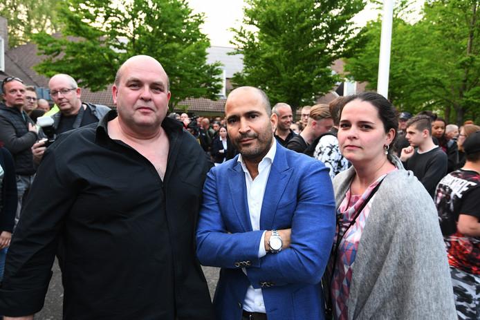 v.l.n.r. John Bronk, advocaat Anis Boumanjal en Janice Bronk.
