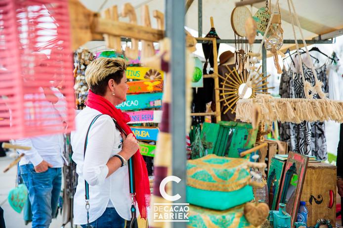 Beeld van de Ibiza-markt in Helmond.