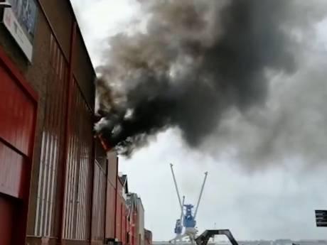 Brandweer: dakbrand school RDM-kade is onder controle