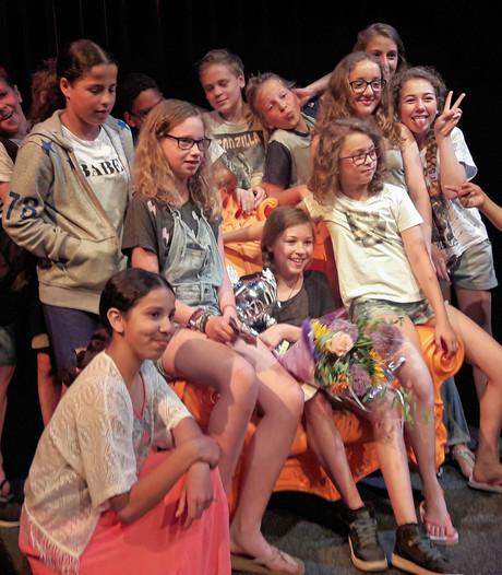 Loes wint voorleeswedstrijd met de verschrikkelijke 'juffrouw Pots'
