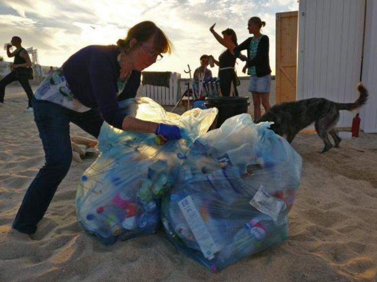 Bijna de helft van het gevonden afval hoort thuis in de PMD-zak.