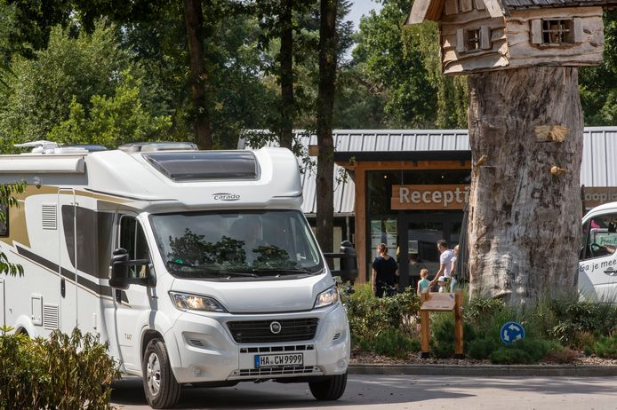 Duitsers vertrekken massaal naar huis vanwege het aangepaste reisadvies.