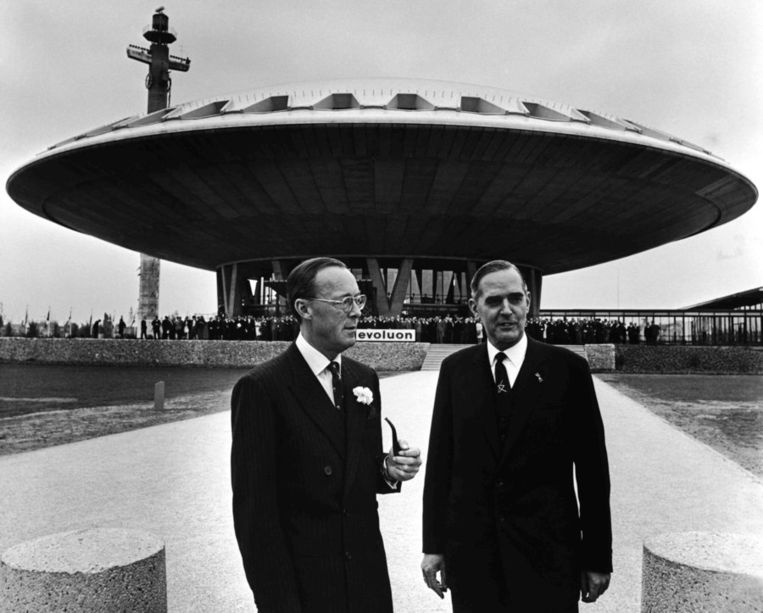 Prins Bernhard en president-directeur Frits Philips bij de opening van het Evoluon Beeld ANP