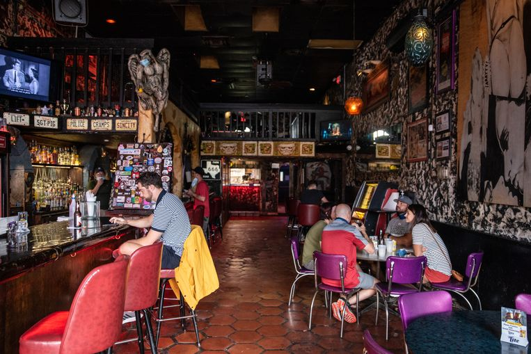 Deze bar in de Texaanse stad Austin is dit weekend weer gesloten. Alle horeca in de staat moest weer op slot, vanwege een toenemend aantal corona-besmettingen. Beeld Hollandse Hoogte / AFP
