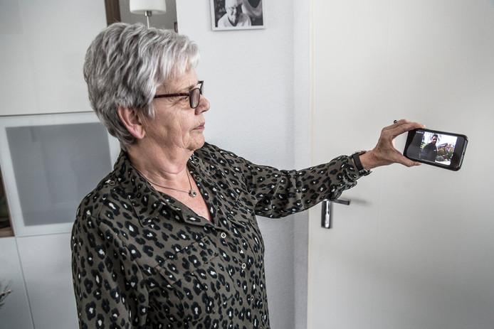 Met een digitale deurbel kan de bewoner op de telefoon zien wie er voor de deur staat (foto ter illustratie).