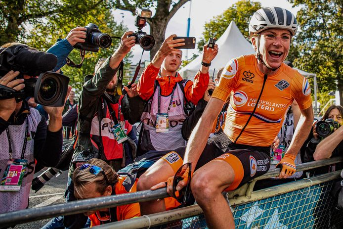Annemiek van Vleuten na haar wereldtitel op 28 september.