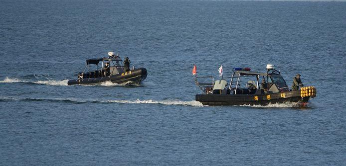 Zuid-Koreaanse schepen zijn de demarcatielijn overgestoken op zoek naar het lichaam van de ambtenaar die eerder deze week vermoord werd aan de Noord-Koreaanse kans van de grens.