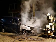 Woonwijk in Grave opgeschrikt door nachtelijke autobrand