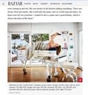 Pagina uit Harpers Bazaar met actrice Miranda Kerr op haar doorzichtige piano.