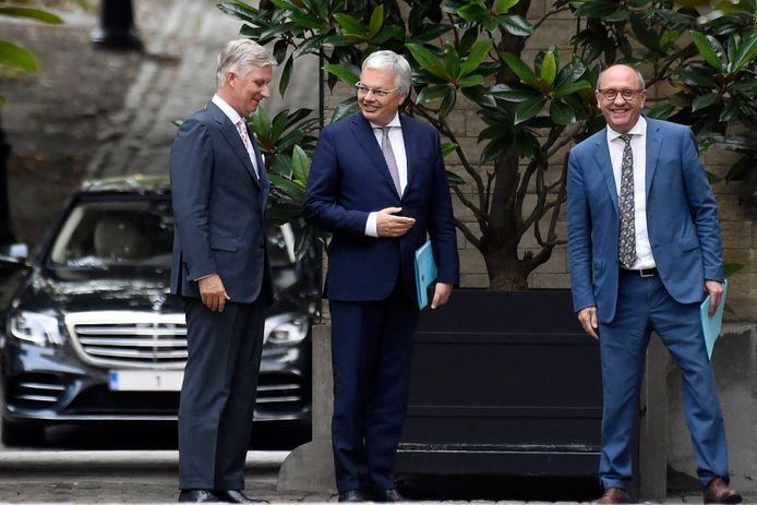 Le roi Philippe et les informateurs Didier Reynders et Johan Vande Lanotte