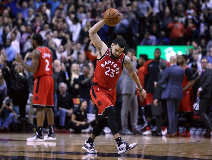 Fred VanVleet viert de late zege van de Toronto Raptors.