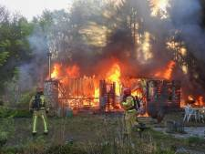 Weer chalet afgebrand op recreatiepark De Rooije Asch in Handel: 'Begint op Fort Oranje te lijken'