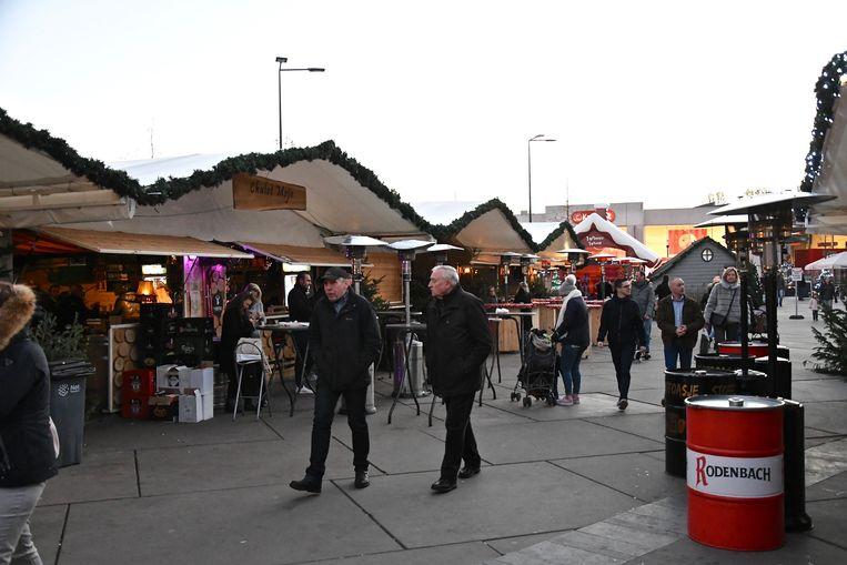 De kerstchalets op het Stationsplein zijn een succes. Alleen loopt het nu voor de uitbater van chalet Mojo even niet zoals gepland.