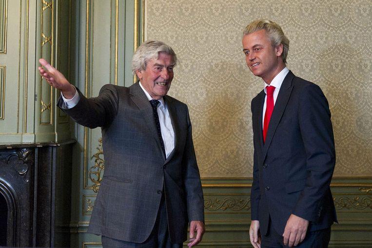 Informateur Ruud Lubbers verwelkomt PVV-leider Geert Wilders. (ANP) Beeld null