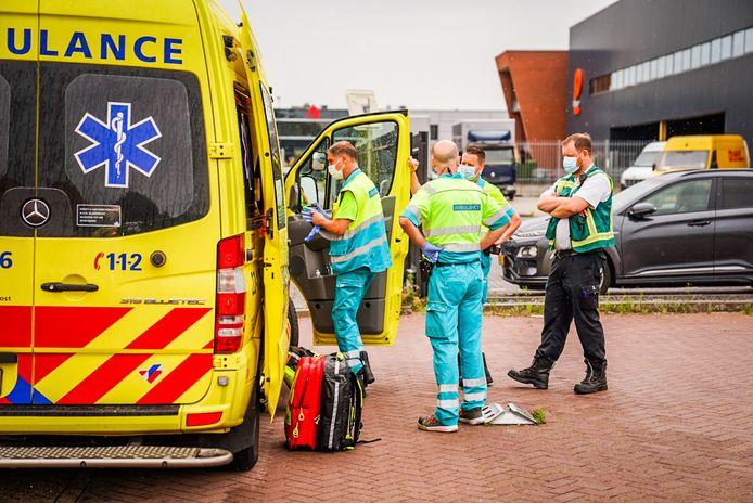 In een woning aan de Fabrieksweg in Best is dinsdagmiddag een zwaargewonde man aangetroffen.