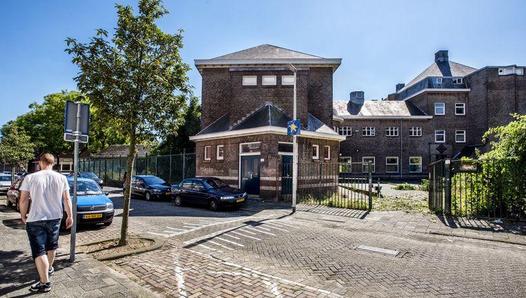 Het gebouw aan de Rotterdamse Vorkstraat dat is aangekocht door de Al Nour Foundation. De financiering komt uit de Golfstaat Qatar. Beeld Raymond Rutting / de Volkskrant