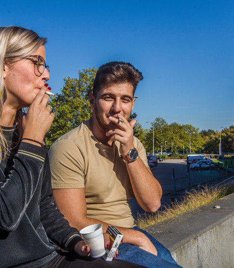 Deventer doet sigaret in de ban