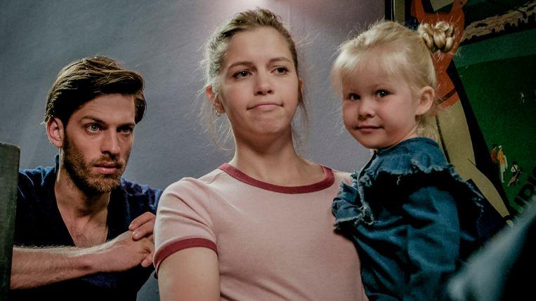 Emma en Guido met Mila in 'Familie'.