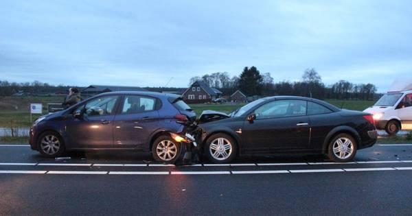 Twee bestuurders gewond door ongeval in Haarle.