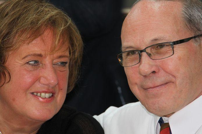 Nel en Arnold Schuurs kwamen op 12 mei 2010 om het leven bij de vliegramp in Tripoli, Libië. Deze foto stond vlak na de crash in de krant