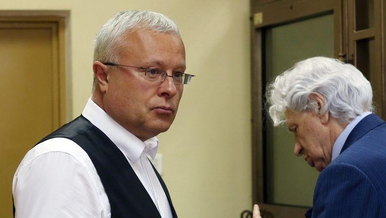 Aleksander Lebedev (L) voor aanvang van het proces Beeld anp