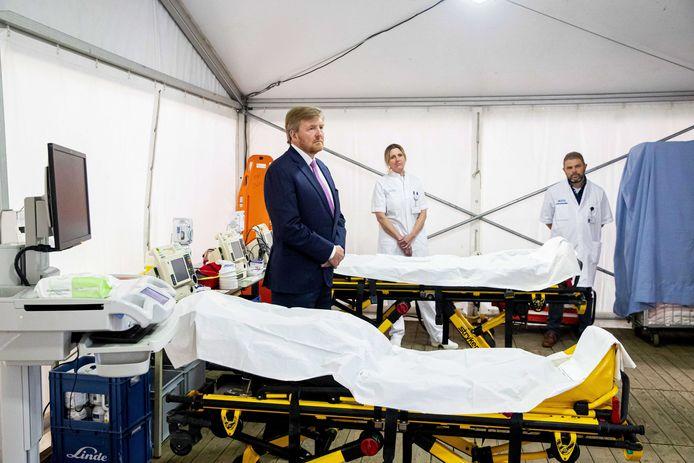 Koning Willem-Alexander bezoekt het Isala Ziekenhuis in Zwolle.