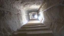 BINNENKIJKEN in de piramide van farao Snofroe