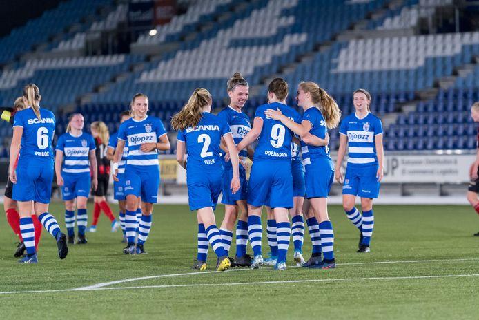 De vrouwen van PEC Zwolle spelen tegen ADO Den Haag.