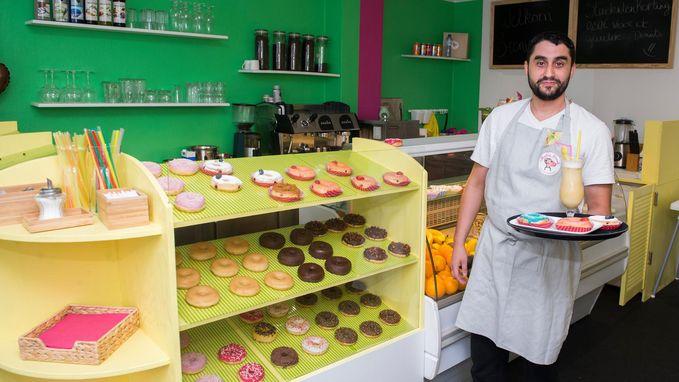 Beveiligingsagent opent donutwinkel