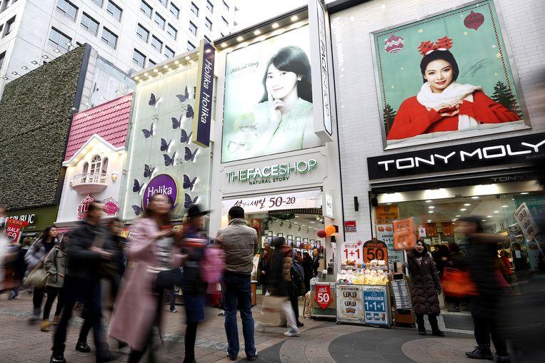 Winkelcentrum Myeongdong in Seoul. Beeld Bloomberg via Getty Images