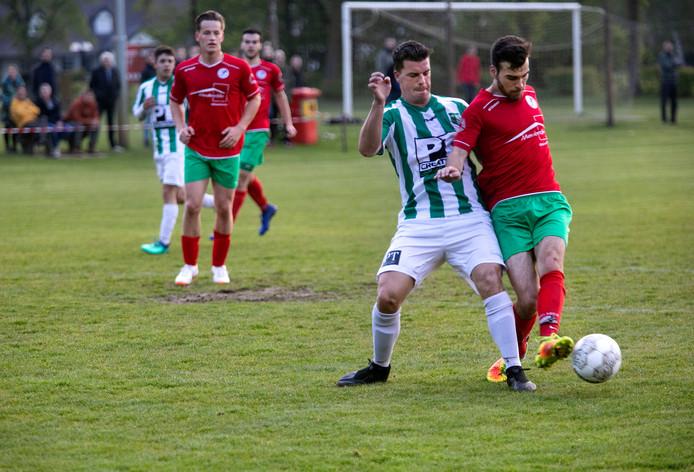 Ivo Moerenhout (rechts) scoorde twee keer tegen Achilles Veen.