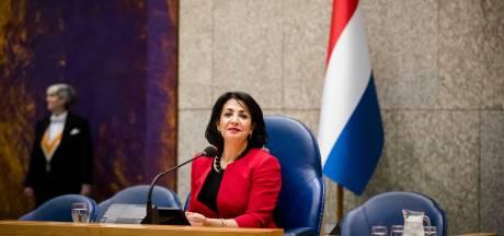 Nederlandse vlag komt naast koningsportret
