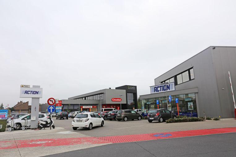 De winkels langs de Gentsesteenweg krijgen mogelijk extra parking.