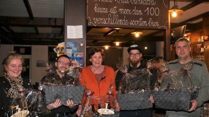 Winnaars bierbeurs krijgen biermand cadeau