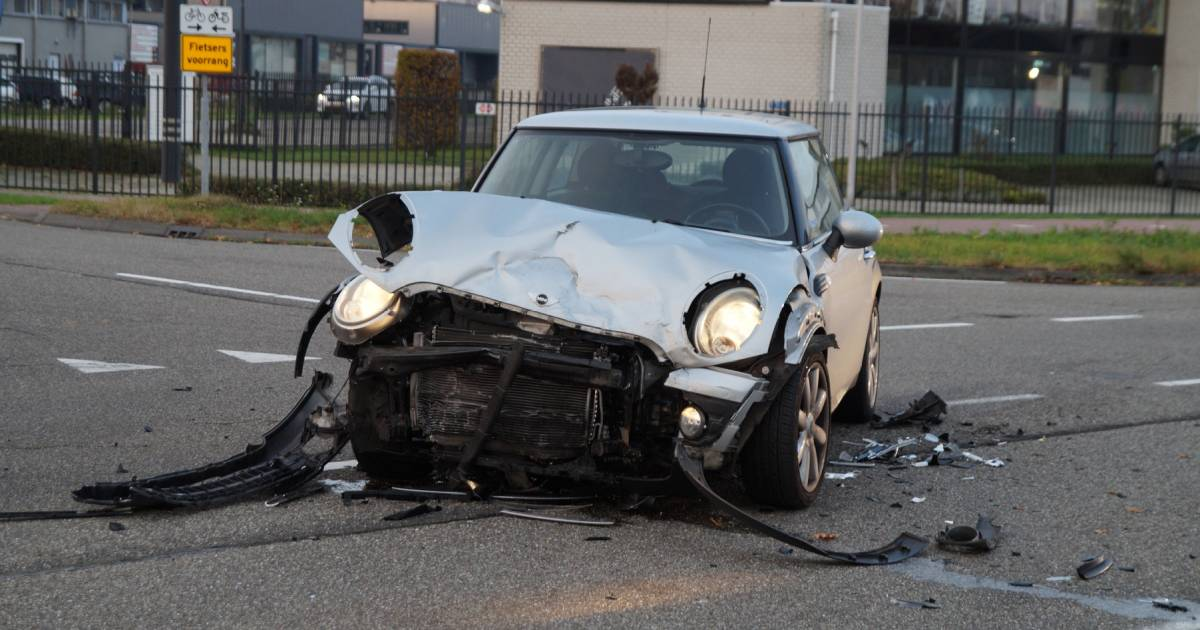 Gewonde bij ongeluk met twee autos in Nieuwkuijk.