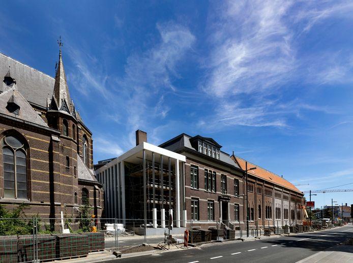 Een van de nieuwe ingangen van het complex Mariënhage, aan de Kanaalstraat in Eindhoven. Dat gaat straks verder onder de naam DomusDela met ceremoniezalen, conferentiecentrum, hotel, restaurant en brasserie.