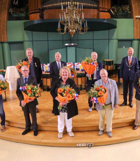Verlate koninklijke onderscheiding voor acht Oldenzalers in Hofkerk