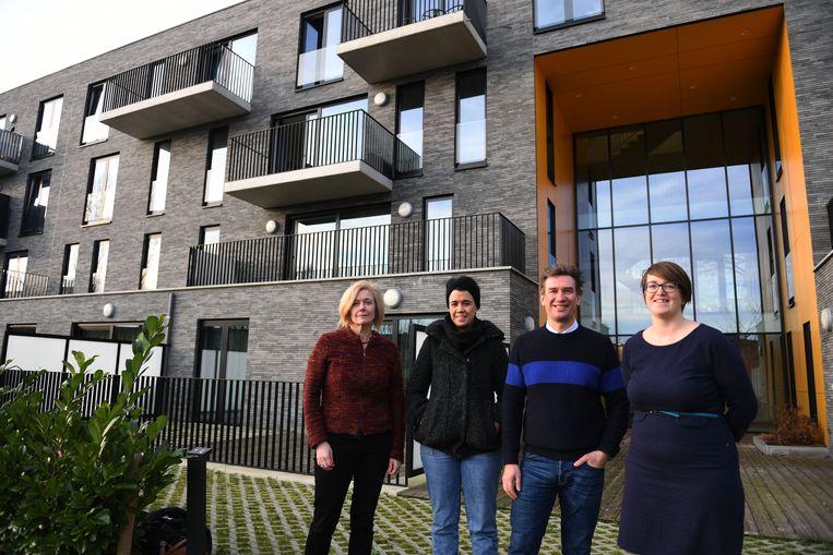 Kathleen Lambié, Lym De Brouwer, Christophe Stockman en Lies Corneillie aan een sociaal project in de Donkerstraat dat recentelijk nog in de prijzen viel.