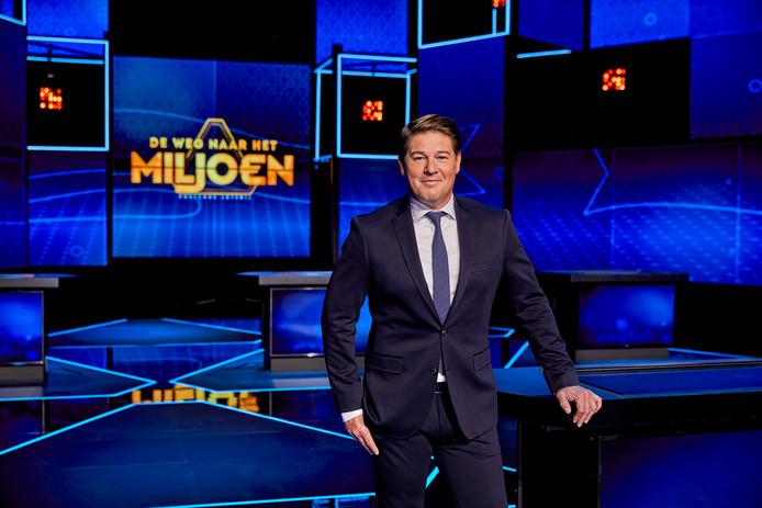 Martijn Krabbé presenteert 'Postcode Loterij De Weg naar het Miljoen'.
