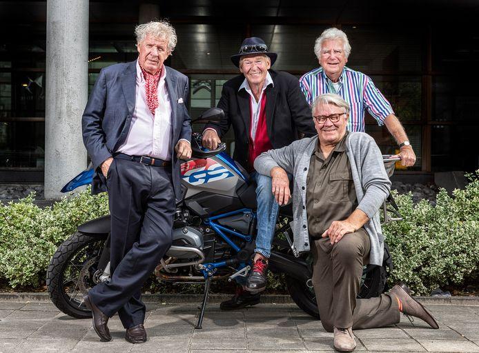 Willibrord Frequin, Peter Faber, Barrie Stevens (vooraan) en Gerard Cox