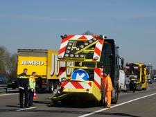 Auto van Rijkswaterstaat aangereden op A28 bij Ommen
