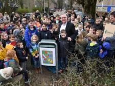 Nieuwe afvalbakken voor basisscholen 's Gravenmoer