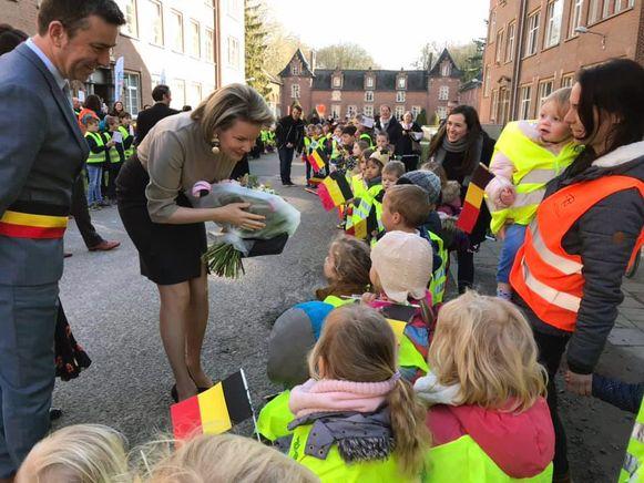 Koningin Mathilde op bezoek bij Ave Regina, hier geflankeerd door Johan Vanhulst, burgemeester van Bierbeek (CD&V). Foto RV.